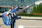 02 - Sonja vor der Rock n Roll of Fame